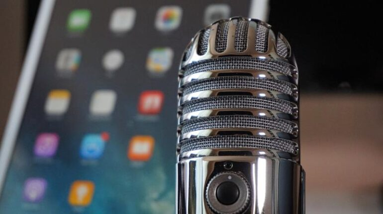 A mic and a smart phone.